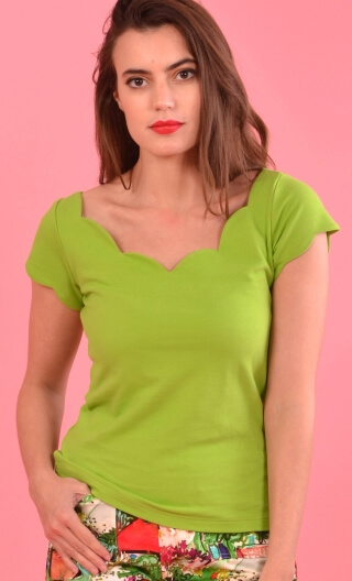 Top Mozart Piqué vert grany, Scalloped neckline and small sleeves , fitted bust , new girly top of the summer!