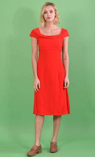 Robe L'Enjolêuse en Fiançailles Ecarlate, Draped neckline dress, flared skirt, length below the knee.