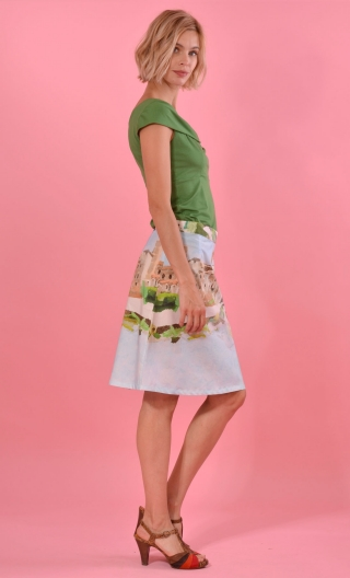 Jupe Swan La Garonne, twirling skirt, hides the knee. Hollow pleats on the front only. Simple back a