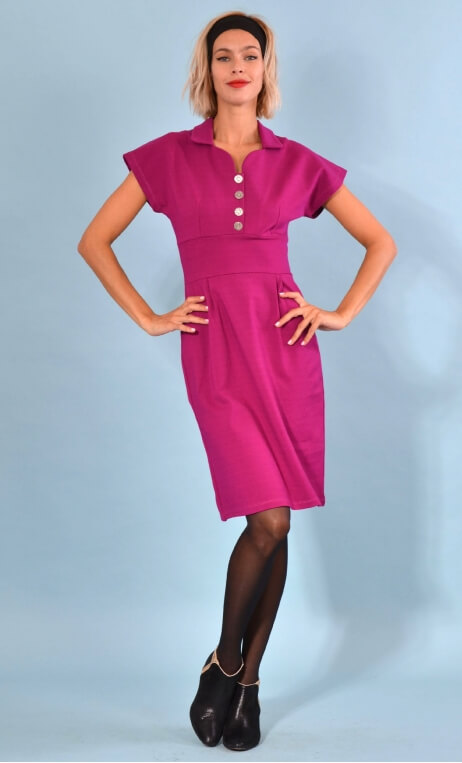 Robe Jeanne Milano Cassis, Plain black knit dress, straight and short sleeves, collar, buttoned strapless