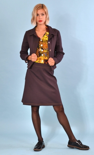 Jupe Sylvie Milano Marron, Trapeze skirt in plain brown knit, wide low waist belt, patch pockets on the back.