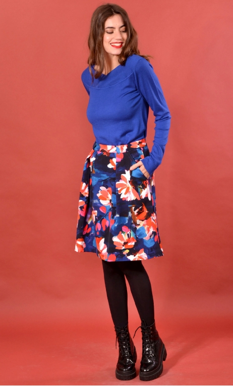 Jupe Sarcastique Crazy Bloom Rouge, Printed skirt, corolla, pleats at the front with pockets, flat back.