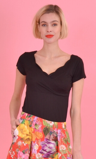 Le Top Lily Basiques Raffinés Black, Plain knitted top, festooned cross-heart, small sleeves.