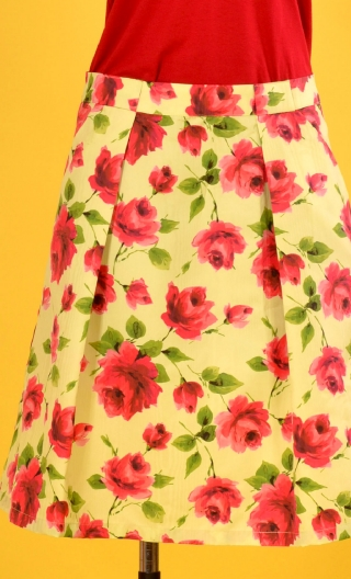 Jupe Princesse Rose Arpège, Corolla print skirt, beautiful pleats at the front with pockets, flat back