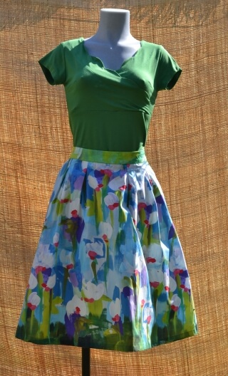 Jupe Comtesse Pompadour, 50s skirt, length just below the knee, beautiful flat folds, oblique pockets underlined piping.
