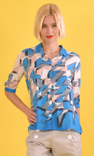 Chemise Building, Printed shirt, three quarter sleeves with cuffs, flowing, mini rounded collar.
