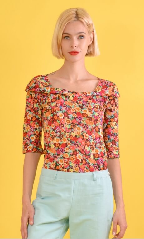 Top Aurore Rainbow, Top in printed knit, glamorous, loose, draped neckline in front, ¾ sleeves, sixties.
