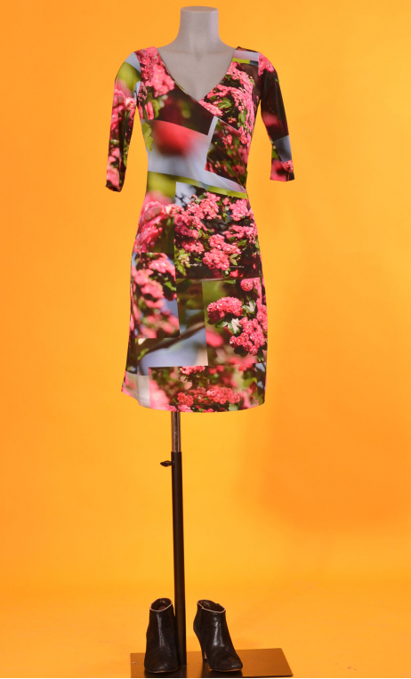Robe Sarah L'Arbre sans Nom, printed knit dress, crossed heart, adjusted at the top, flares down, sleeve ¾.