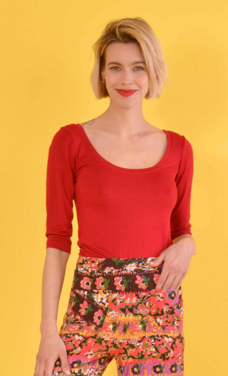Top Roxane Red, Top dancer neckline, three-quarter sleeves, neckline back. Simple and glamorous.
