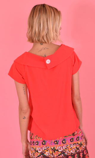 Tpo Shiva Plume red, light, airy, Peter Pan collar far away from the neck