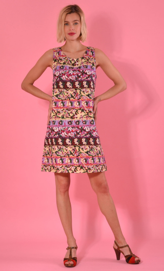 Dress Only you in print Bayadère jaune pâle, Short, three-hole, round neckline and small shoulder width.