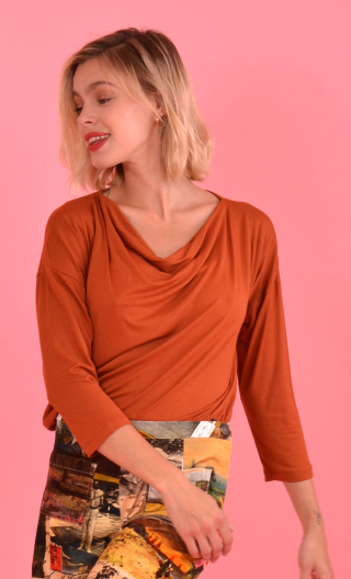 Top Brahms plain jersey rust color, fluid, cowl neck, loose armhole, 3/4 sleeves. Urban chic, French designer.